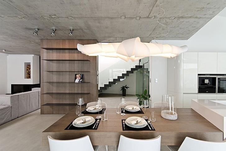 Дом с дизайнерскими люстрами