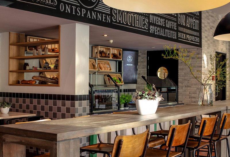 Интерьер городского кафе